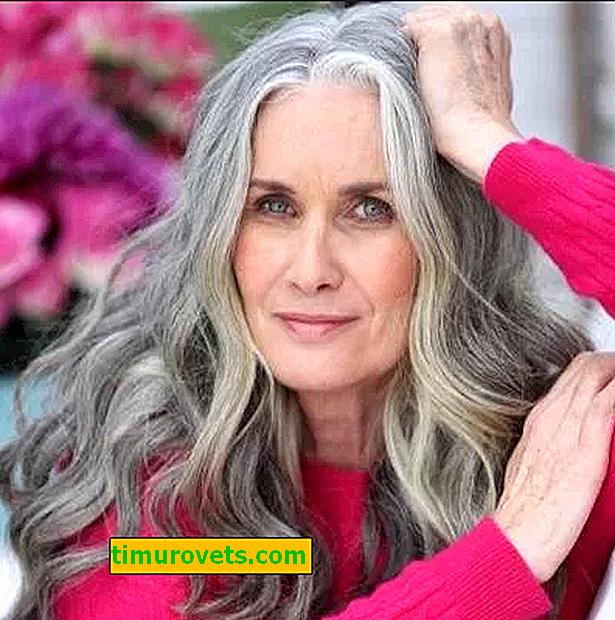 En kvinde blev en model af undertøj ved 59 år gammel