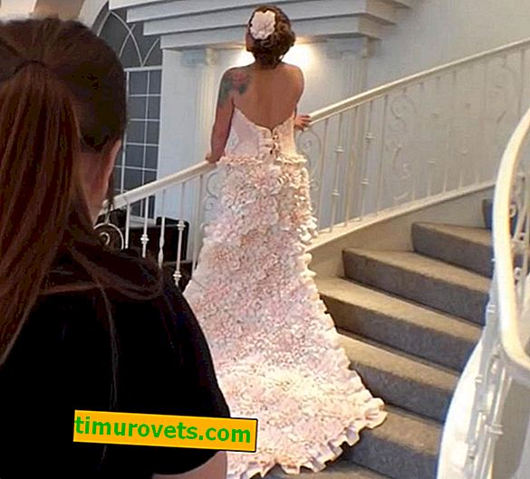 The girl made a wedding dress from boiled toilet paper