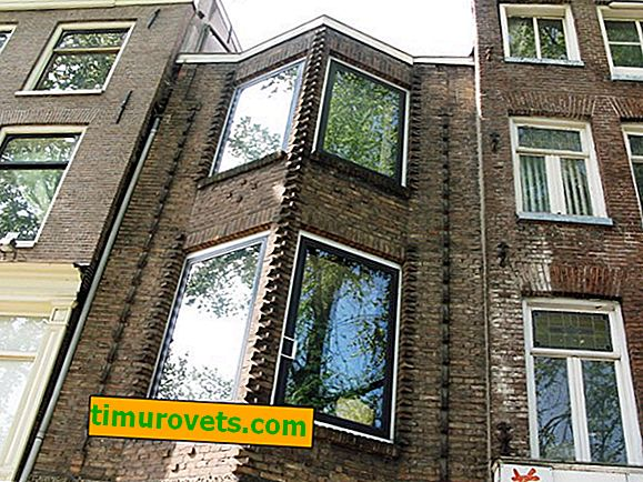 Why there are no closed curtains on Dutch windows