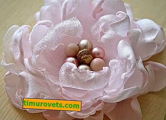 DIY-stof bloeit op een jurk