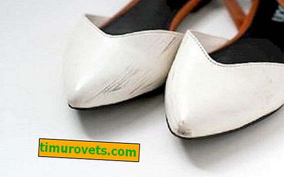 How and how to remove black stripes on white shoes